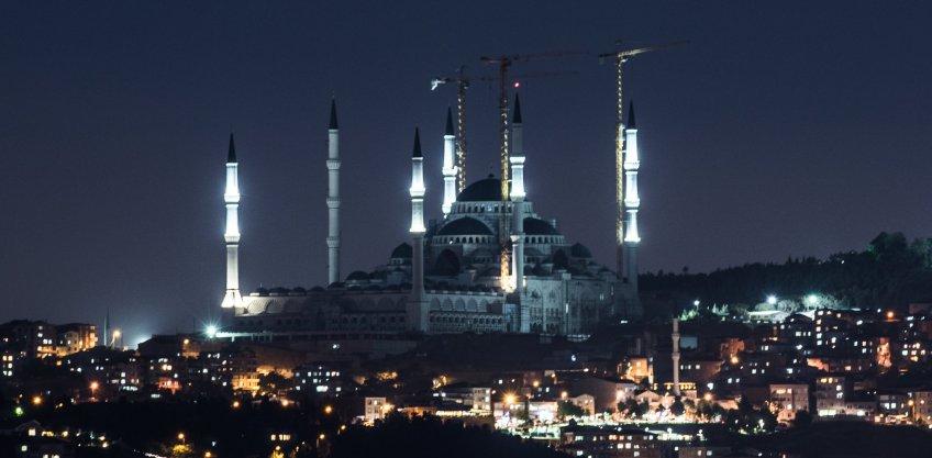 <b>Çamlıca Hill</b> Mosque
